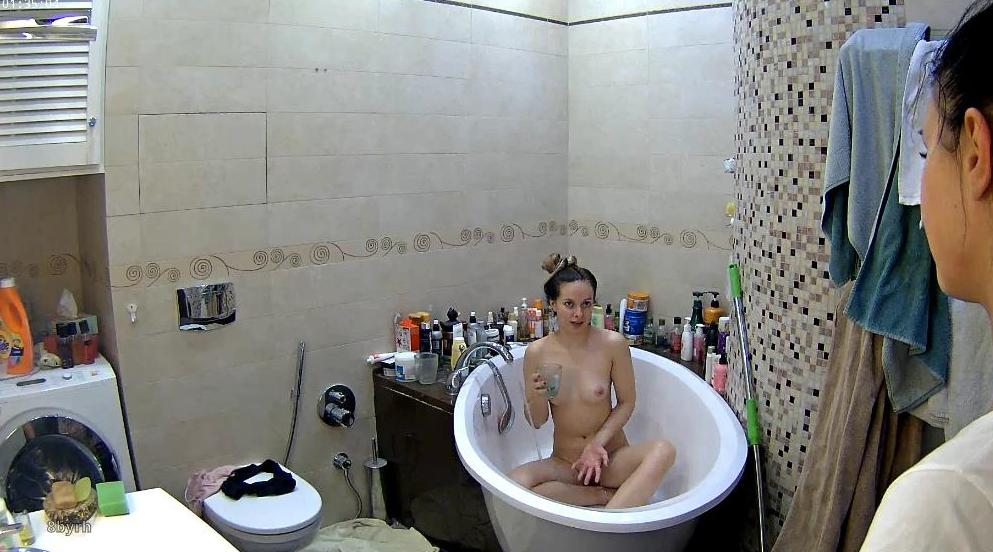 Reallifecam Kristy Shower in Bathroom
