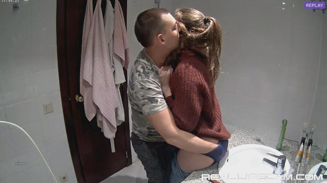 RealLifeCam Martina and Alberto Kissing, Ass Finger in Bath