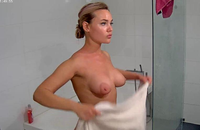 Reallifecam Angie Huge Natural Tits Shower