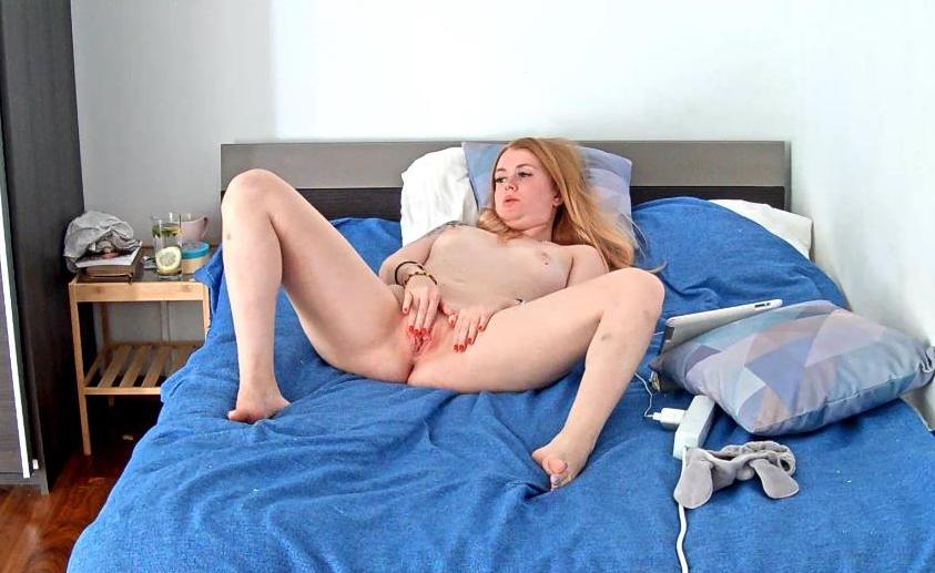 Reallifecam Anastasia Masturbation in Bedroom