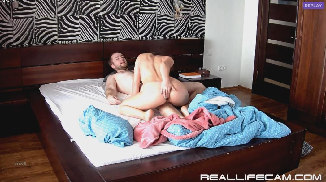 RealLifeCam Leora Suck and Pussy Eating in Bedroom