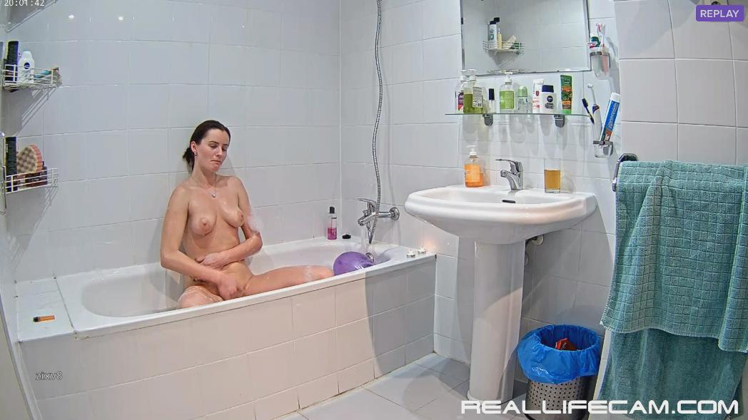RealLifeCam Luci Amazing Masturbate in Bathroom