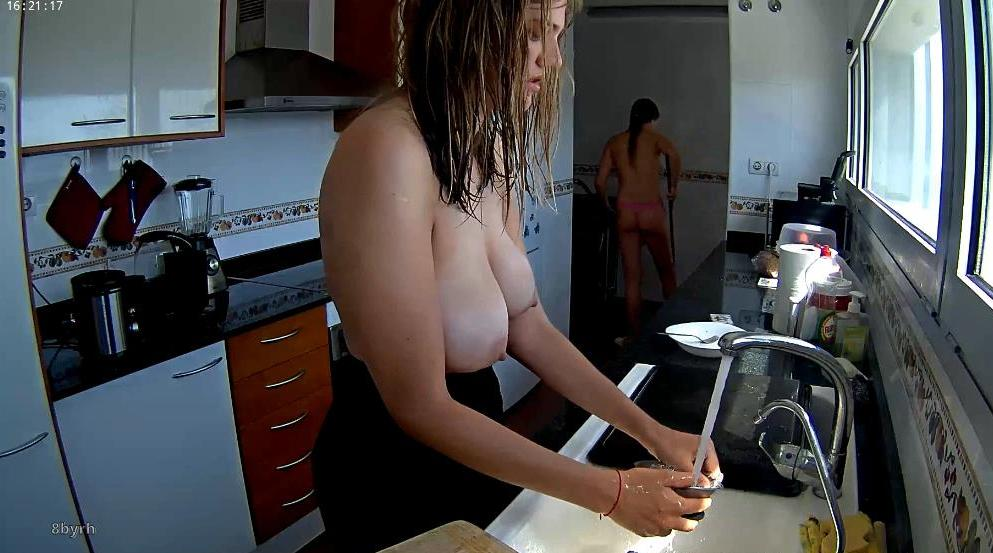 Reallifecam Aria Big Natural Tits in Kitchen