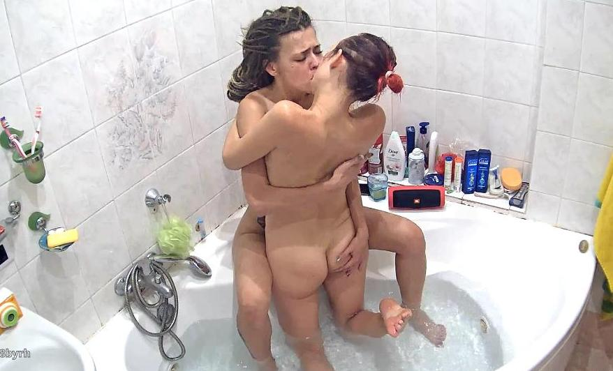 Reallifecam Masha and Dasha Sex in Jacuzzi