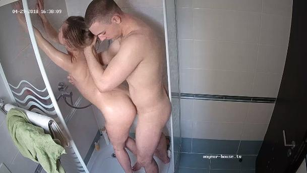 Cindy and Matthew afternoon showerfuck in Shower at Voyeur House HD videos