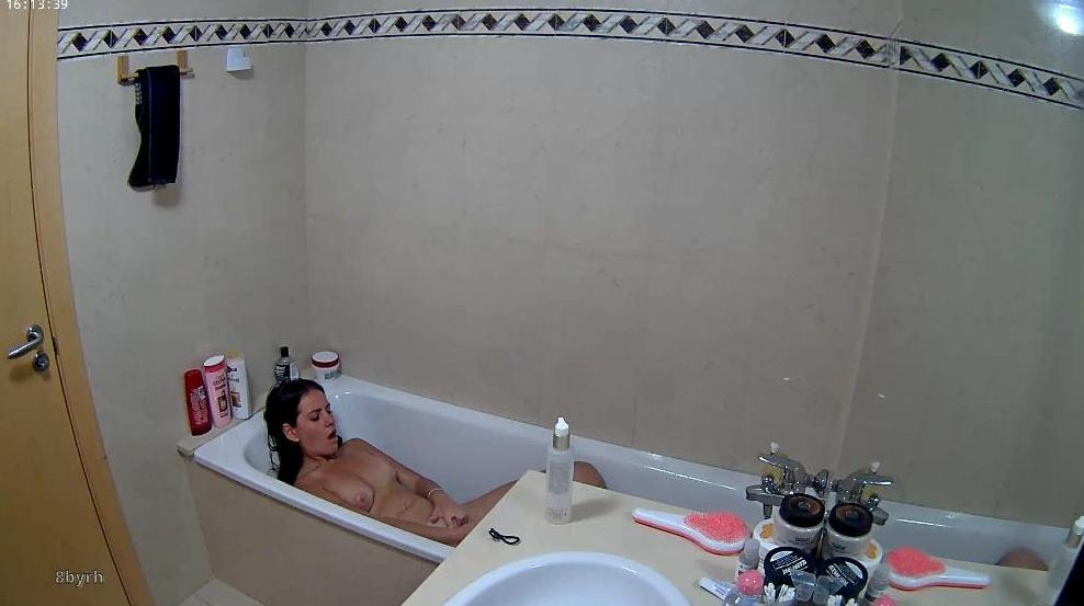 Reallifecam Alexa Water Bate Masturbating In Bath Tub