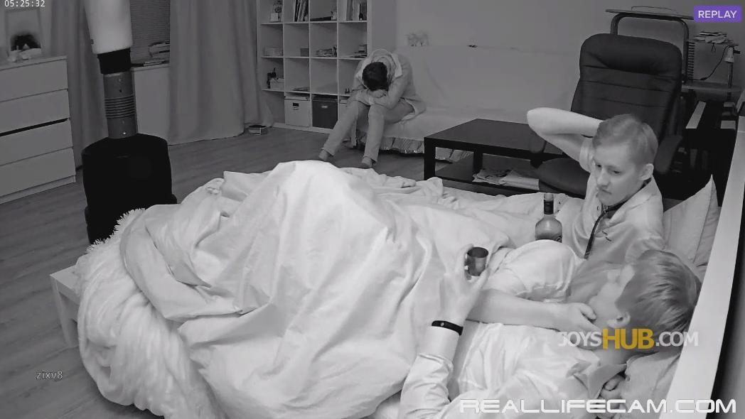 RealLifeCam Eva Guest Horny Drunk Girl Kiss and Riding Under the quilt