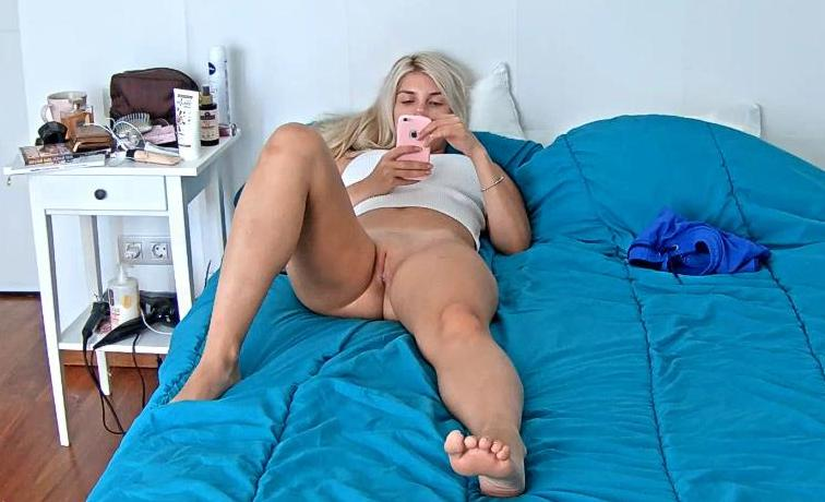 Reallifecam Mila Naked Teen on Bed