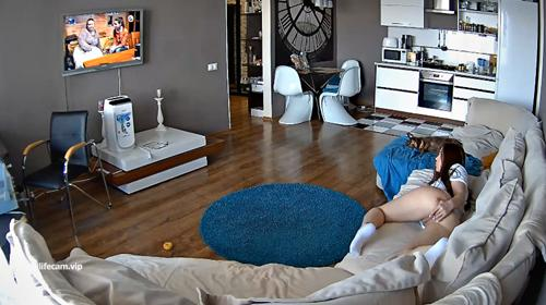 RealLifeCam Leora Asshole Play in the livingroom