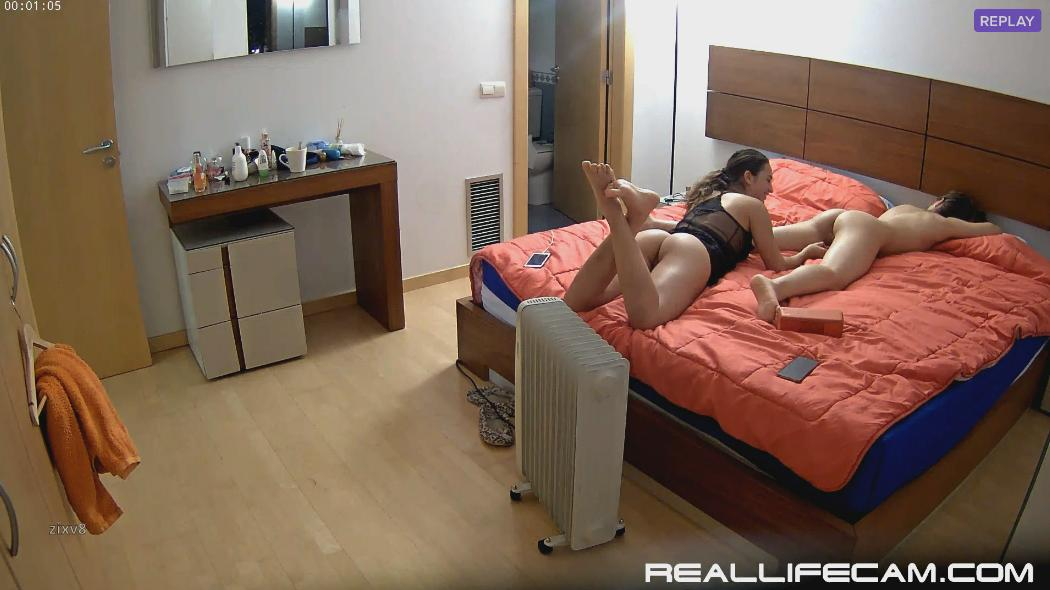 RealLifeCam Neia and Nicole Naked Teen Pussy Play in Bedroom