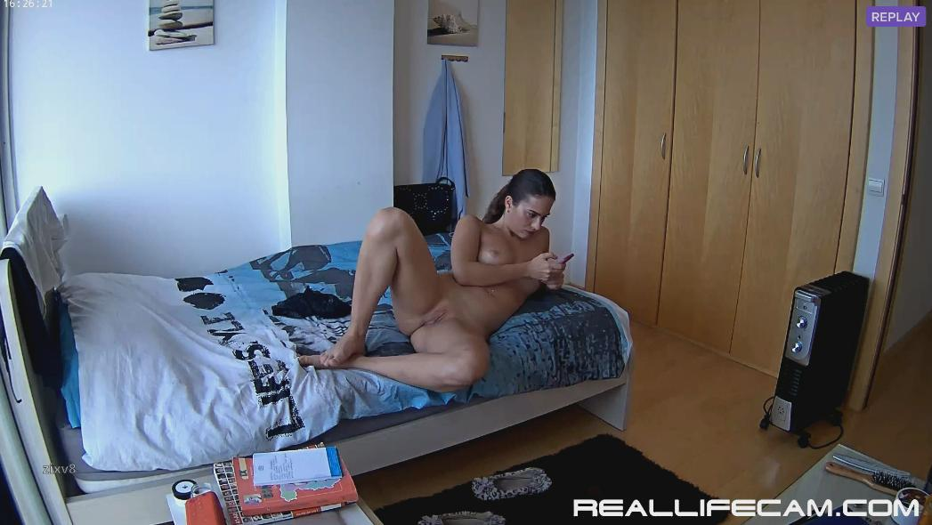 RealLifeCam Sofie Sexy Nude Babes in Bedroom